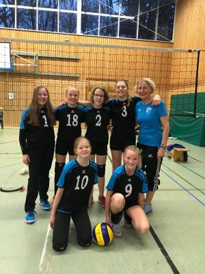 Oben: Milena Viets, Thordis Backhoff, Paula Backhoff, Edda Gert, Christiane Schwarz.  unten: Melina Pils, Janne Eckhof