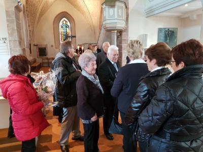 Foto zur Meldung: Musikalische Glückwünsche vom Frauenchor zur Diamentenen Hochzeit