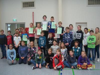 Foto zur Meldung: Erfolgreiche Kleingruppe beim Hochsprung in Bad Wilsnack