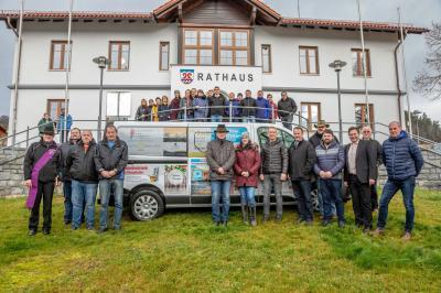 """Foto zu Meldung: Feierliche Einweihung vom Jugendbus """"SEPP"""""""