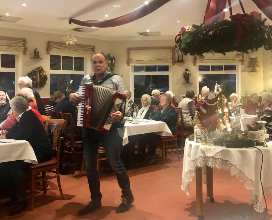 Vorschaubild der Meldung: Gelungene Adventsfeier im Ortsverein Fehmarn