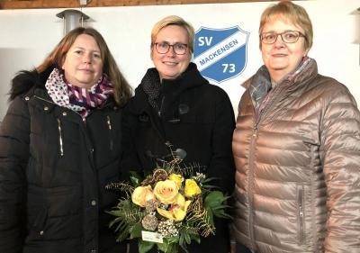 Das Bild zeigt (von links) Sandra Dreyer (Schriftführerin des SV Mackensen), Andrea Spickermann (Geschäftsstellenleiterin der KSN in Dassel) und Monika Parschau (Kassenwartin des SV Mackensen).