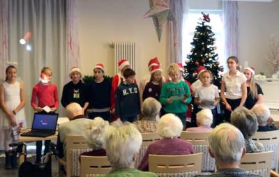 """Foto zur Meldung: Weihnachtlicher Besuch in der  Brandenburger Seniorenresidenz """"Alexa"""""""