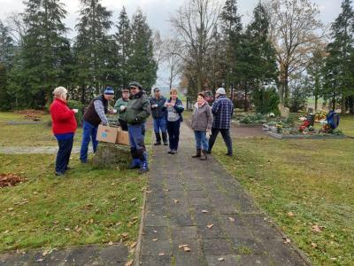 Foto zur Meldung: Herbstputz in der Gemeinde
