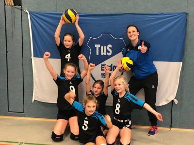 Svea Schramm, Janne Eckhof, Freda Gert, Fine Lühmann, Jette Behrens und Trainerin Lena Zitlau (v.l.)