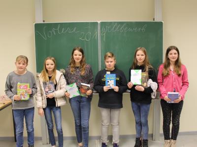 Den Klassensieg erlangten (v.l.): Rieke Haken (6d), Luana Aylin Hoffmann (6c), Michaela Siefkes (6b), Marvin Talaska (6f), Lara Müchler (6e - Schulsiegerin), Maya Luisa Wenholt (6a)