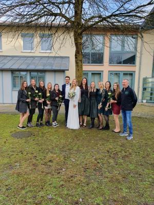 Foto zur Meldung: Turntrainerin Julia Landauer (geb. Weinzierl) die Braut die sich traut.