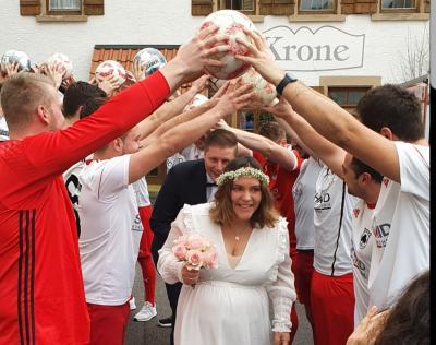 Vorschaubild zur Meldung: Fussball - Meistercoach im Hafen der Ehe