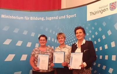Katrin bei der Auszeichnungsveranstaltung (Erste von rechts)