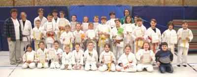Judo-Prüflinge u. Trainerin