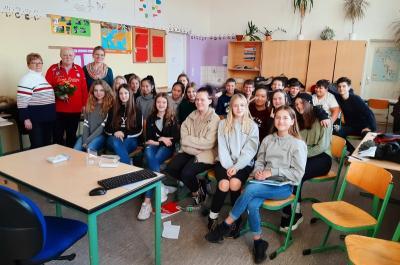 Vorschaubild zur Meldung: DDR-Zeitzeuge Detlef Mierke im Unterricht der 8d