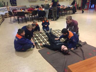 Foto zur Meldung: Erste Hilfe bei der Kinderfeuerwehr