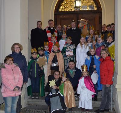 Vorschaubild zur Meldung: Sammeln für den guten Zweck: Sternsinger besuchten das Jugendamt des Landkreises in Senftenberg