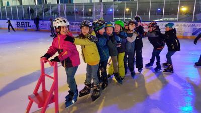 Foto zur Meldung: Wintersporttag in der Eislaufhalle
