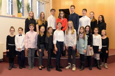 """Ein Teil der Teilnehmer der Kreismusikschule OSL am bundesweiten Nachwuchswettbewerb """"Jugend Musiziert"""" 2020. (Foto: Rasche)"""
