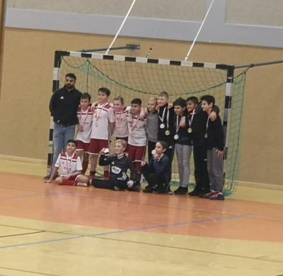 Siegerfoto U 12 nach dem Gewinn der Hallenkreismeisterschaft