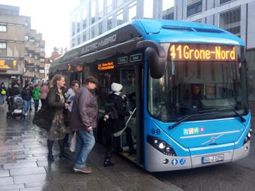 Einer der ersten Hybridbusse, die in Göttingen im Einsatz sind.