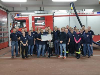 Foto zur Meldung: Auszubildende unterstützen Feuerwehrarbeit