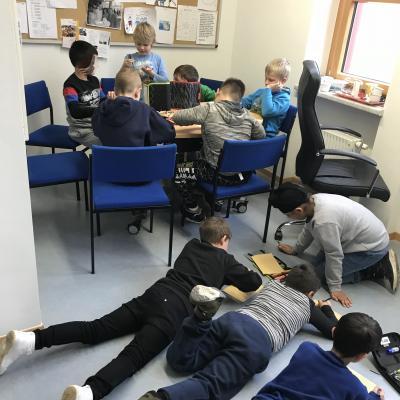 Foto zur Meldung: Jungenstunde mit der Klasse 2b