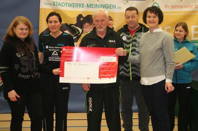 Übergabe der Spende v.l.n.r.:  Frau Huhn, Frau Wenzel, Herr Dömming, Herr Schlütter, Frau Greiser, Frau Hunger