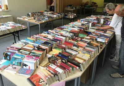Vorschaubild zur Meldung: Großer Bücherflohmarkt in der Bibliothek Zielitz vom 20. Juli bis 20. Aug. 2020