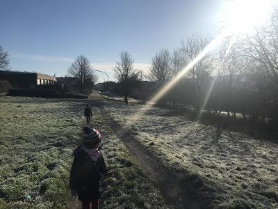 Foto zur Meldung: Winterspaziergang Klasse 1b
