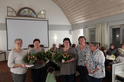 Von links: Brigitte Müller, Marga Greim, Doris Tischhöfer, Vertrauensfrau Sabine Rank und Gisela Hartmann