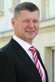 Freut sich über die Entscheidung des BASF-Konzerns für den Standort Schwarzheide: OSL-Landrat Siegurd Heinze. (Foto: Landkreis)