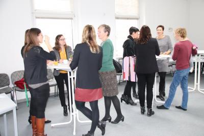 Das Bild zeigt Eindrücke vom letzten Stammtisch für Unternehmerinnen- und Gründerinnen im November 2019.