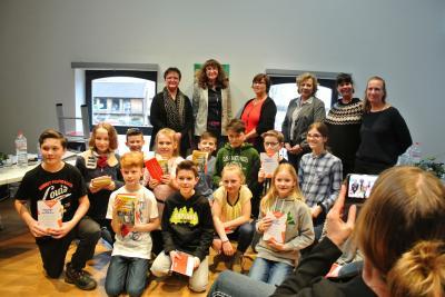 Am Ende des Wettbewerbs gab's für alle teilnehmenden Kinder erhielten als Dankeschön eine Urkunde und einen Buchpreis.