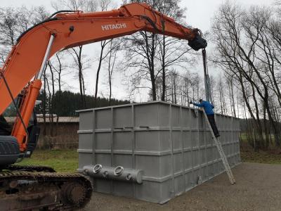 Geschafft! – Bauhofleiter Markus Heller ist zufrieden und löst die Ketten.