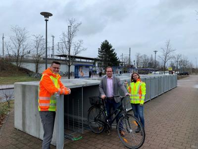 Vorschaubild zur Meldung: 20 neue Fahrradboxen am Bahnhof – Sicheres und wetterfestes Parken für nur 10 Euro monatlich
