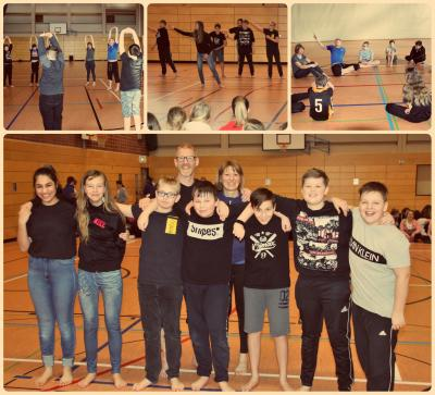 Tanzprofi Alan Brooks mit den Schülern der 7a und ihrer Klassenlehrerin Frau Biser