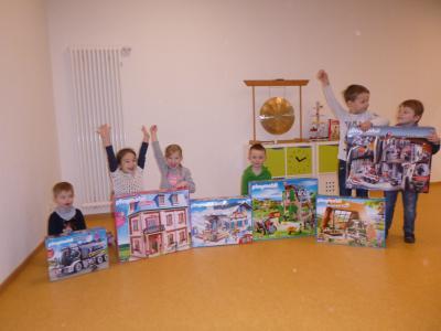 Vorschaubild zur Meldung: Großzügige Sachspende von Playmobil