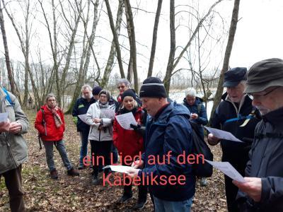 """Herbert textete die Natursongs """"Die Havel beim Käbelicksee"""" und den """"Käbelicksee - Rapp"""" und wir alle sangen. Ob auch zur Freude der Waldvögel wissen wir nicht!?!"""