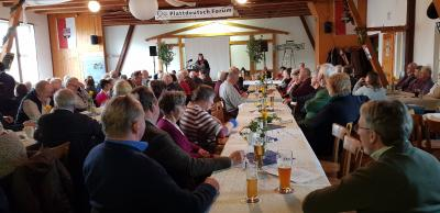 Foto: Hartmut Bührmann, zeigt Gerda Mickan vom ASH bei der Begrüßung
