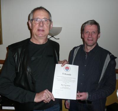 Foto zur Meldung: Skat-Karriere versilbert: SVS-Ehrennadel für Kay Uwe Jensen
