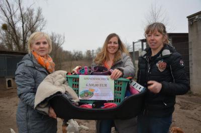 Spendenübergabe:  vl. Kerstin Siebung (BSP), Frauke Wieland (BSP) und Astrid Finger (Tierheimleiterin)
