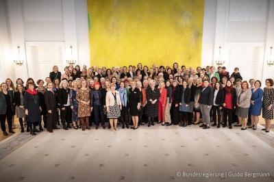 Die Vertreterinnen der Mitgliedsorganisationen des DF beim Bundespräsidenten