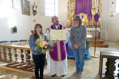 Foto zur Meldung: Übergabe einer von Bischof Rudolf Voderholzer persönlich gewidmete Regensburger Sonntagsbibel