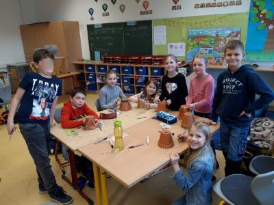 Foto zur Meldung: Bau von Insektenhotels mit den dritten Klassen