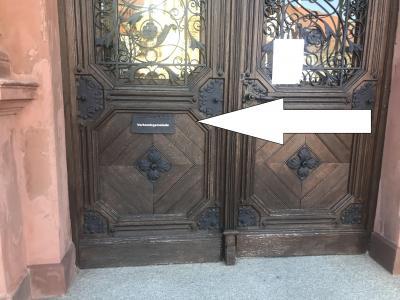 Haupteingangstür des Rathauses