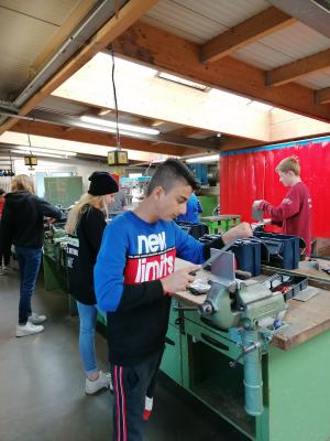 Vorschaubild zur Meldung: Aichhalder Schüler sammeln Berufserfahrung in der Bildungsakademie