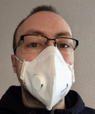 hristoph Bethge muss als Risikopatient nun öfter einen Mundschutz tragen. Foto: Bethge