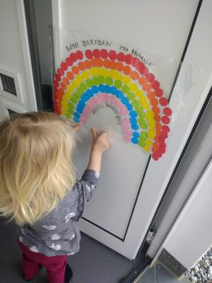 Frau Kleefelds Tochter mit ihrem Regenbogen