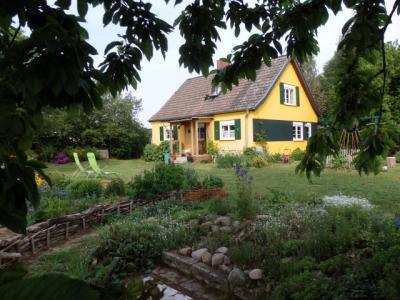 Foto zur Meldung: Vom Gärtnern im Einklang mit der Natur: Elvira Gwozdz und Harald Flachshaar laden nach Ellershagen ein