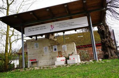 Foto zur Meldung: Coronavirus: Kirchengemeinde richtet Andachtsstelle unter freiem Himmel ein