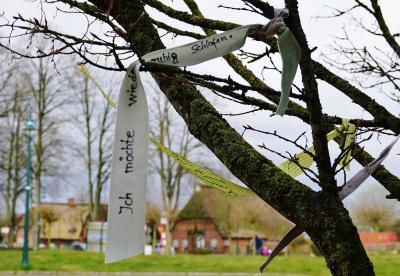 Foto zur Meldung: Ein Baum der Hoffnung vor dem Martin-Luther-Haus