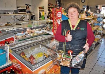 Ute Bethge verkauft in ihren Geschäften in Kleinmühlingen und Eggersdorf Produkte des täglichen Bedarfs, von Kaffee bis Putzmittel.Foto: Julia Puder