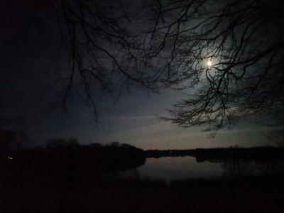 Foto zur Meldung: Natürliches und künstliches Licht über dem Schmalensee